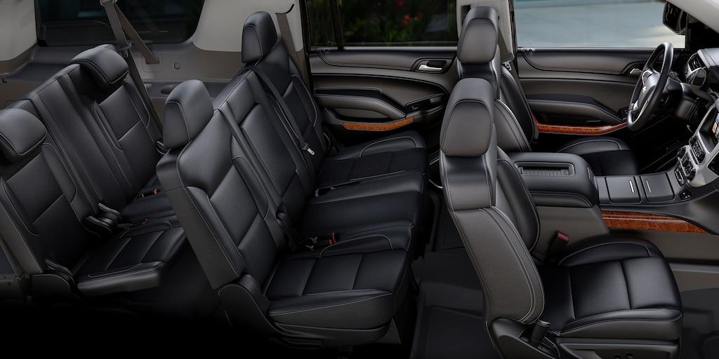 Asientos del interior de la SUV grande Suburban 2020