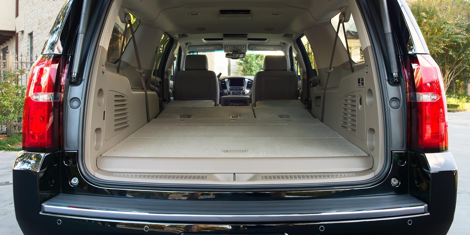 Almacenamiento de carga interior de la SUV grande Suburban 2020
