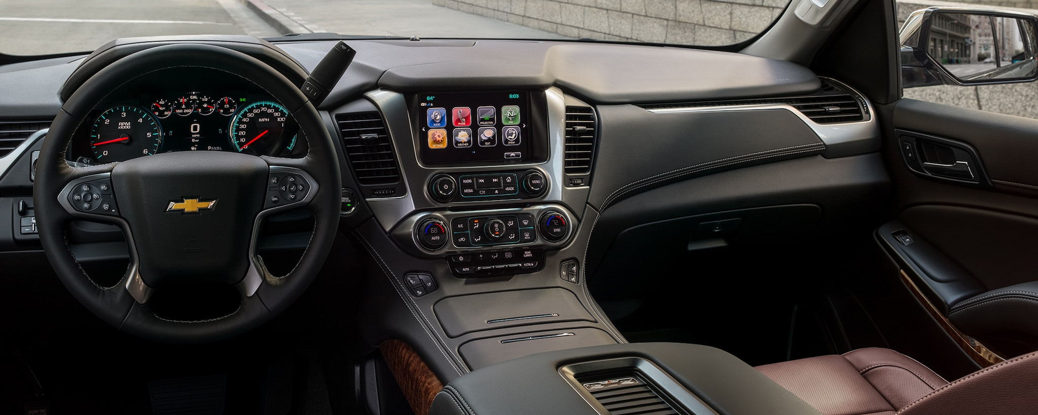 Tecnología de la SUV grande Suburban 2020: pantalla táctil a colores de 8 pulgadas en el tablero