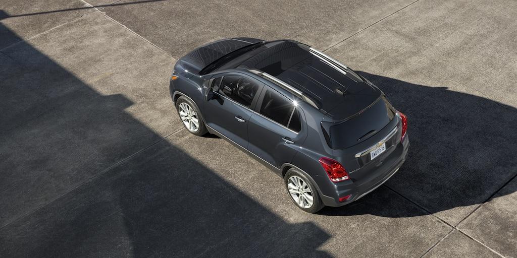 Vista superior del exterior de la SUV compacta Chevy Trax 2020