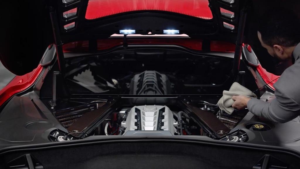 Cómo revisar los fluidos del Corvette