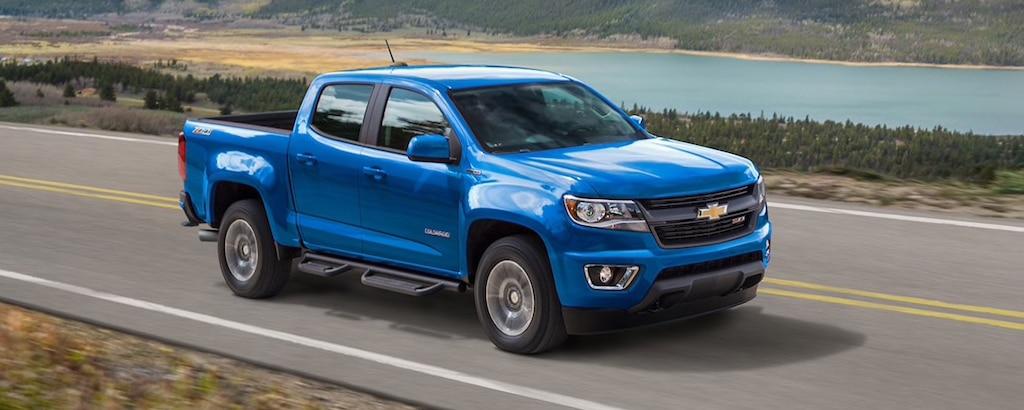 Vista exterior del lado del acompañante de la camioneta de tamaño mediano Chevrolet Colorado 2020