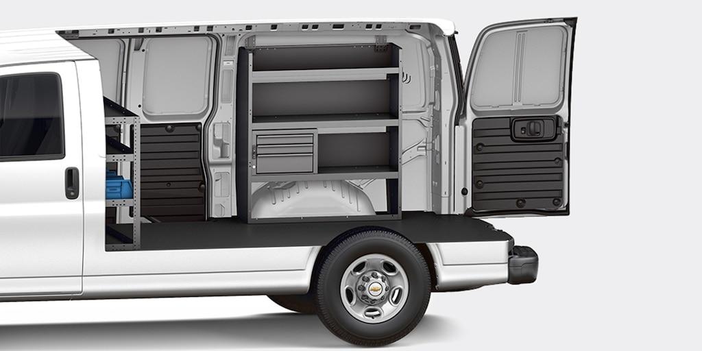 Personalización de la van Chevy Express Cargo 2021: Contratista