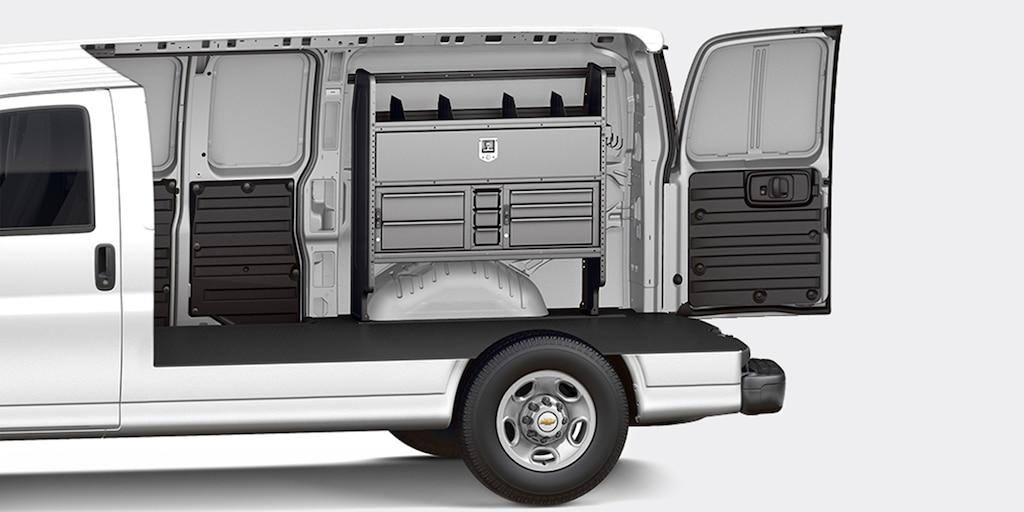 Personalización de la van Chevy Express Cargo 2021: Electricista