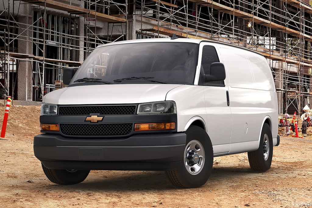Van Chevy Express 2021 en una obra