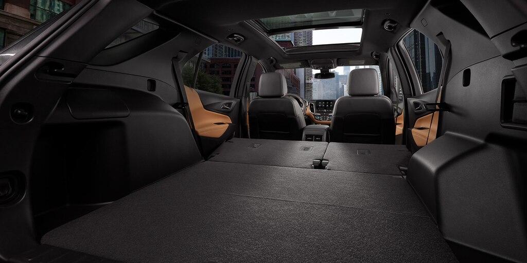 Área de carga del interior de la SUVEquinox2021 con los asientos plegados