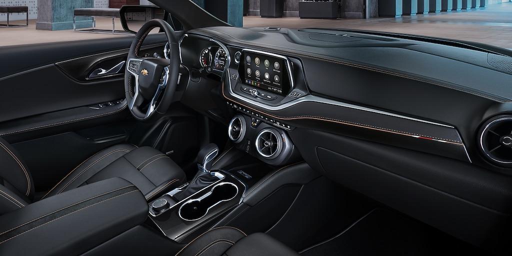Tablero en el interior de la Chevy Blazer 2022